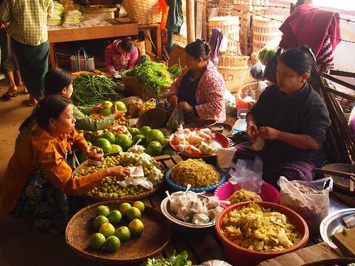 Mani Sithu market in Nyaung U (Myanmar 2013) | by paularps