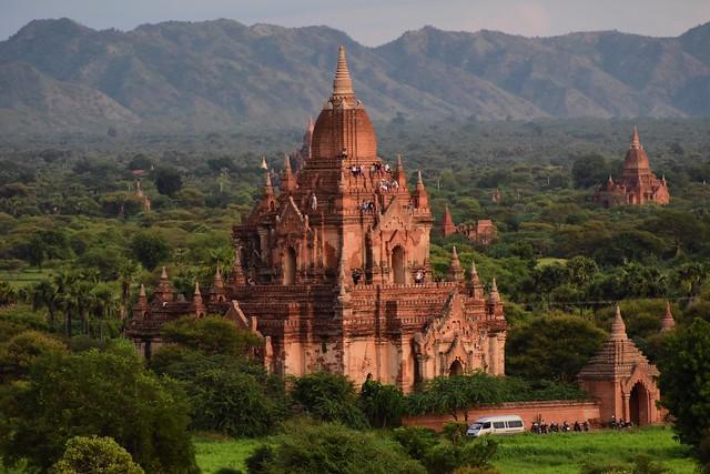 Myauk Guni Paya, (North Guni Pagoda) Bagan, Myanmar D810 2136