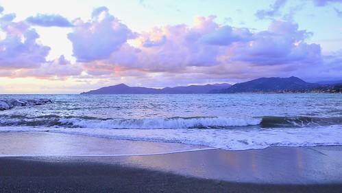 sunset sea beach nature clouds italia tramonto nuvole mare waves liguria spiaggia onde sestrilevante nikond3200 promontoriodiportofino promontoryofportofino miriamulivi