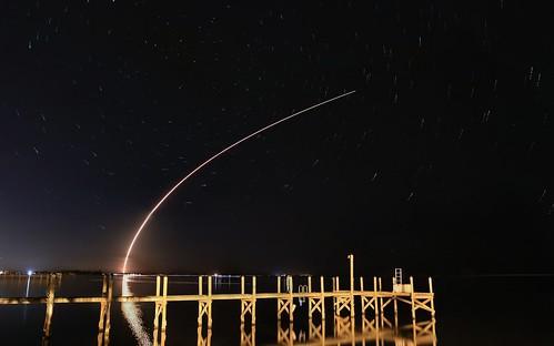 final20170121183533c rocket nightlaunch spacex capecanaveral kmprestonphotography longexposure nightsky night falcon9 indianriver