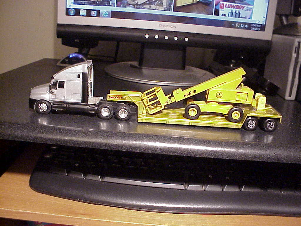 Racing Champions 2000 Kenworth T2000 w/ JLG Manlift On Mat