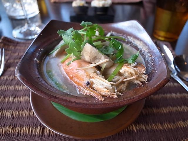 <p>e)美味しいスープで…これだけでお腹はだいぶいっぱいになってしまいました。</p>