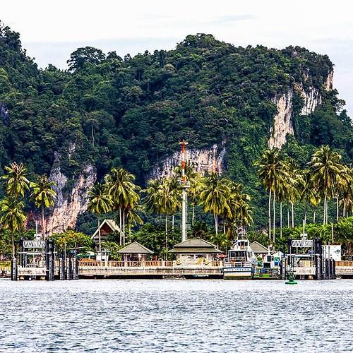 Thai Island Koh Phi Phi: Koh Phi Phi Island In Thailand. Go To 👉 Www.jusmedic.com