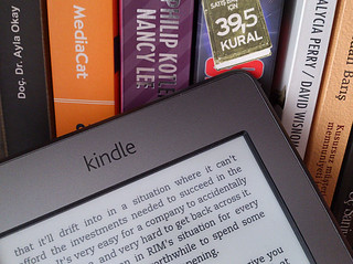 Kindle and bookshelf | by mobilyazilar