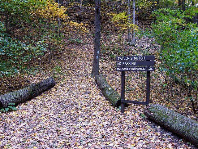 2:24:51 (100%): sign hiking massachusetts mtholyoke holyokerange metacometmonadnocktrail mtholyokeautoroad