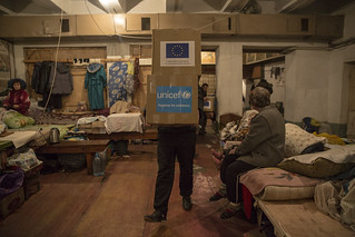 UNICEF and ECHO deliver hygiene kits to children and families in bomb shelters in Donetsk