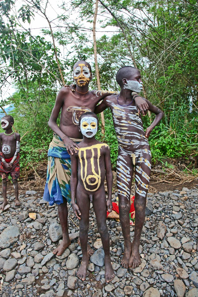 File:Mursi Tribe, Ethiopia (8347061839).jpg - Wikimedia
