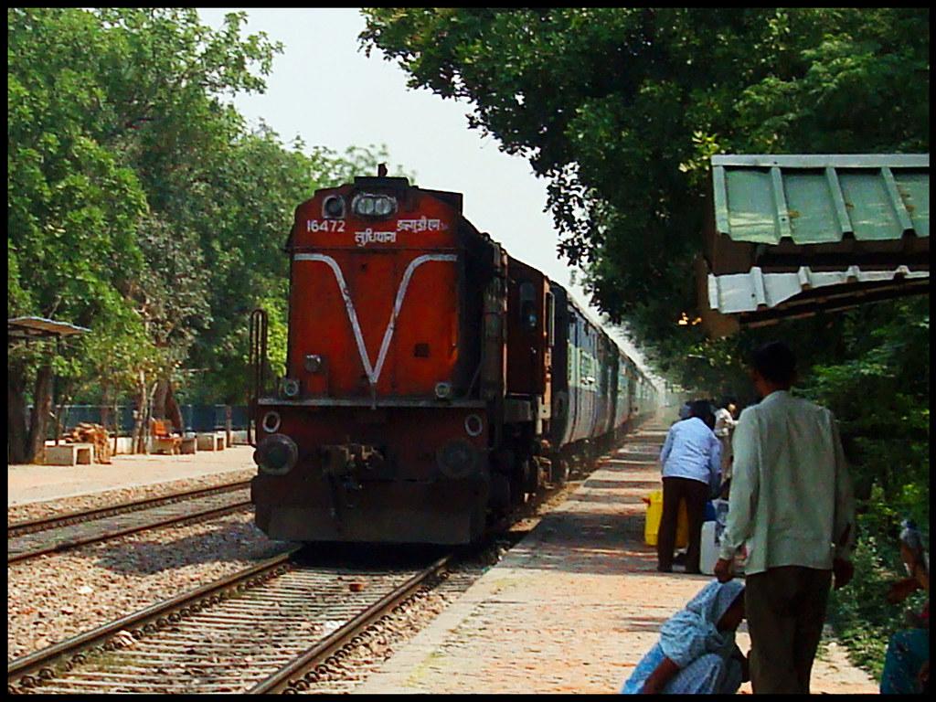 22452 Chandigarh - Bandra Terminus (Mumbai) Superfast Expr… | Flickr