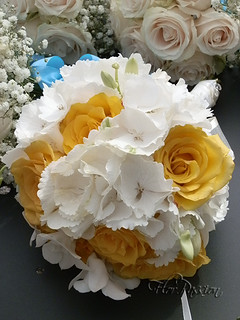 Bouquet Sposa Con Rose Bianche.Bouquet Sposa Con Ortensie Bianche Rose Gialle E Orchidee Flickr