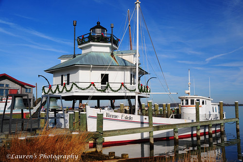 christmas lighthouse landscape boats md nikon maryland stmichaels chesapeakebay milesriver talbotcounty chesapeakebaymaritimemuseum d700 laurensphotography lauren3838photography