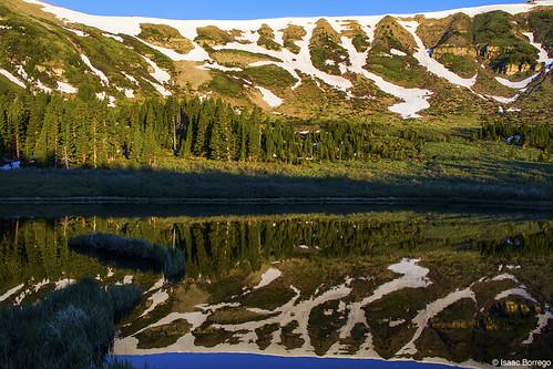 uploadedviaflickrqcom lake water reflection snow mountains alpine peaks serpentlake pecoswilderness sangredecristomountains newmexico canonrebelt4i reflections rockymountains unitedstates america usa