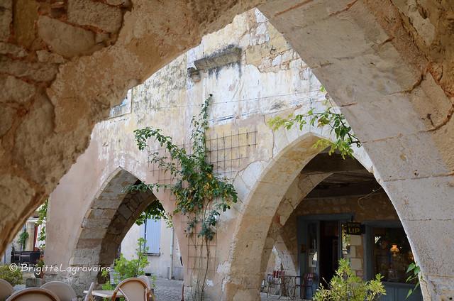Monpazier (Dordogne) la place des Arcades