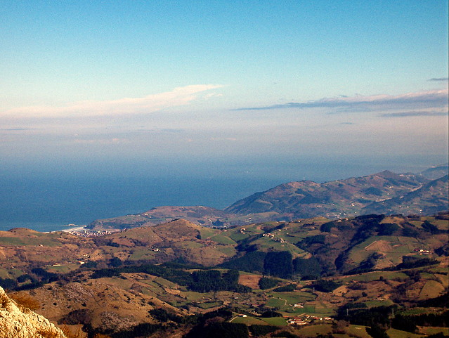 El mar Cantábrico desde la cima de Erlo (1.030 m.)