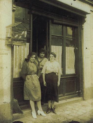 Quartier des Casernes   by Simenon.com