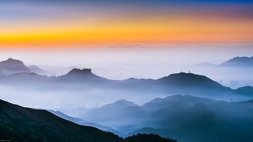 sunrise hongkong dawn cityscape 香港 kowloon 九龍 beaconhill lionrock 日出 taimoshan 大帽山 飛鵝山 feingoshan 畢架山 西九龍 獅子山