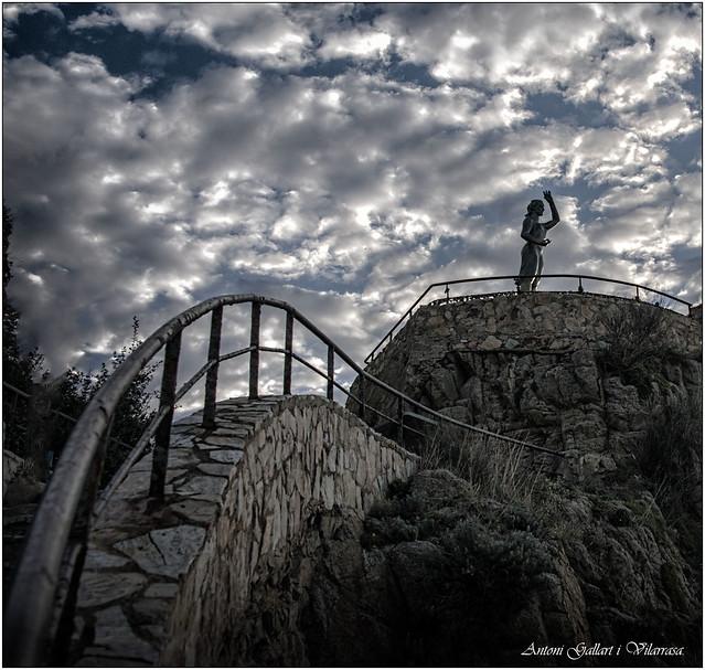 La senyora, vigila als pescadors II  -  The lady watches over fishermen. Lloret de Mar - Catalonia.   (EXPLORE)
