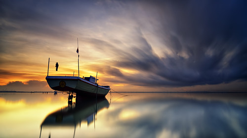 longexposure sky bali cloud seascape motion reflection ferry sunrise indonesia landscape mirror boat nikon ss tokina filter le 09 lee nd tuban graduated waterscape slowspeed gnd nd1000 nd32 1116mm d7000
