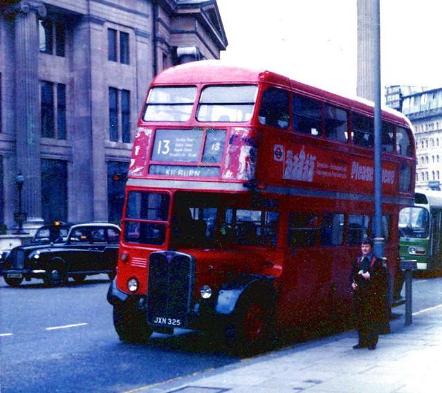 RT935 JXN325 Nelson´s column 1977