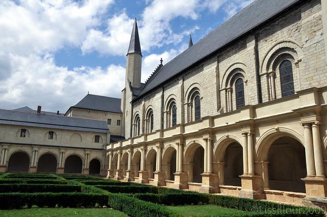 2/7 Abbaye Royale Fontevraud Abbey UNESCO site FRANCE 2009 Read info Français English info
