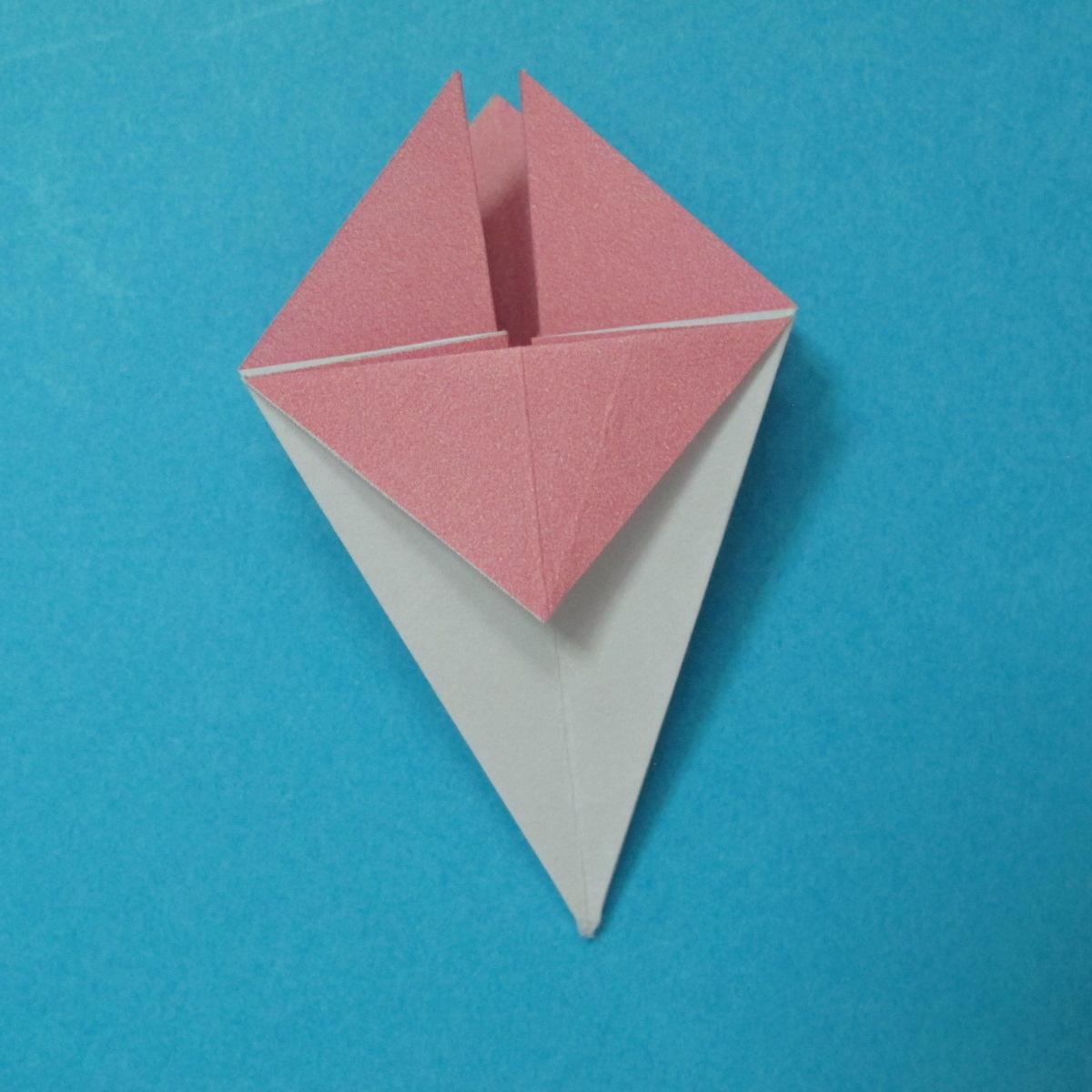 วิธีการพับกระดาษเป็นดอกไม้แปดกลีบ 012