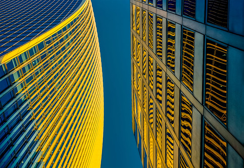 uk reflection london stripes bluesky bluehour fenchurchstreet flickfriday walkietalkiebuilding fujixt1