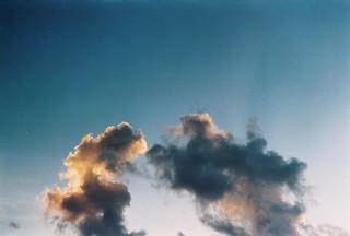 生命如雲 生來憂傷 | by 有海的地方