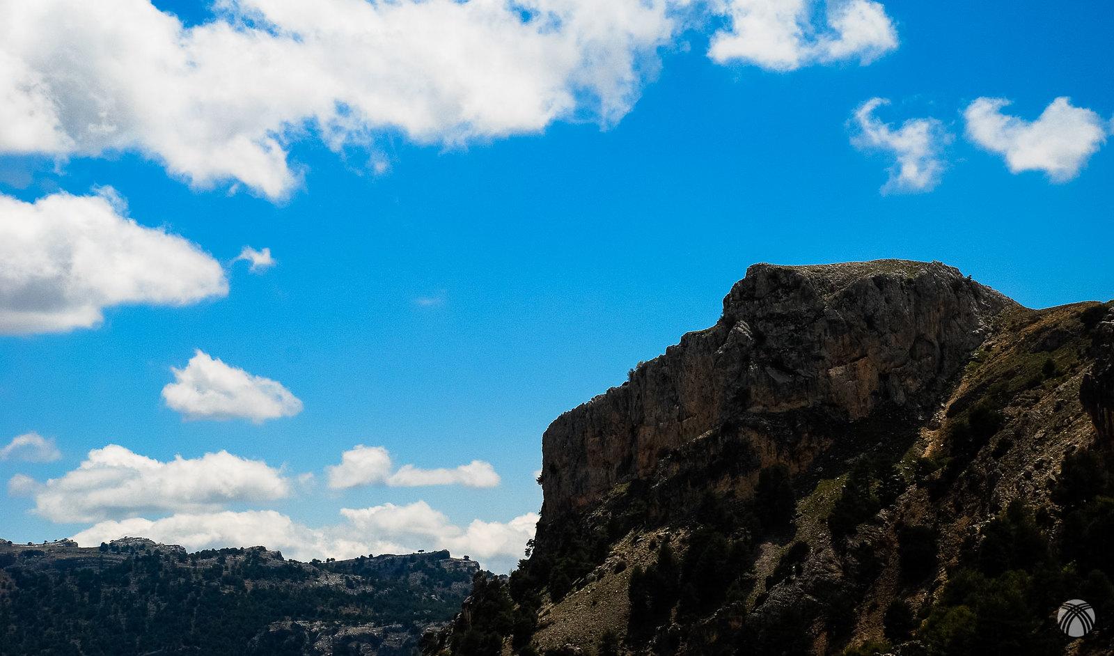 Diálogo entre montaña y nubes