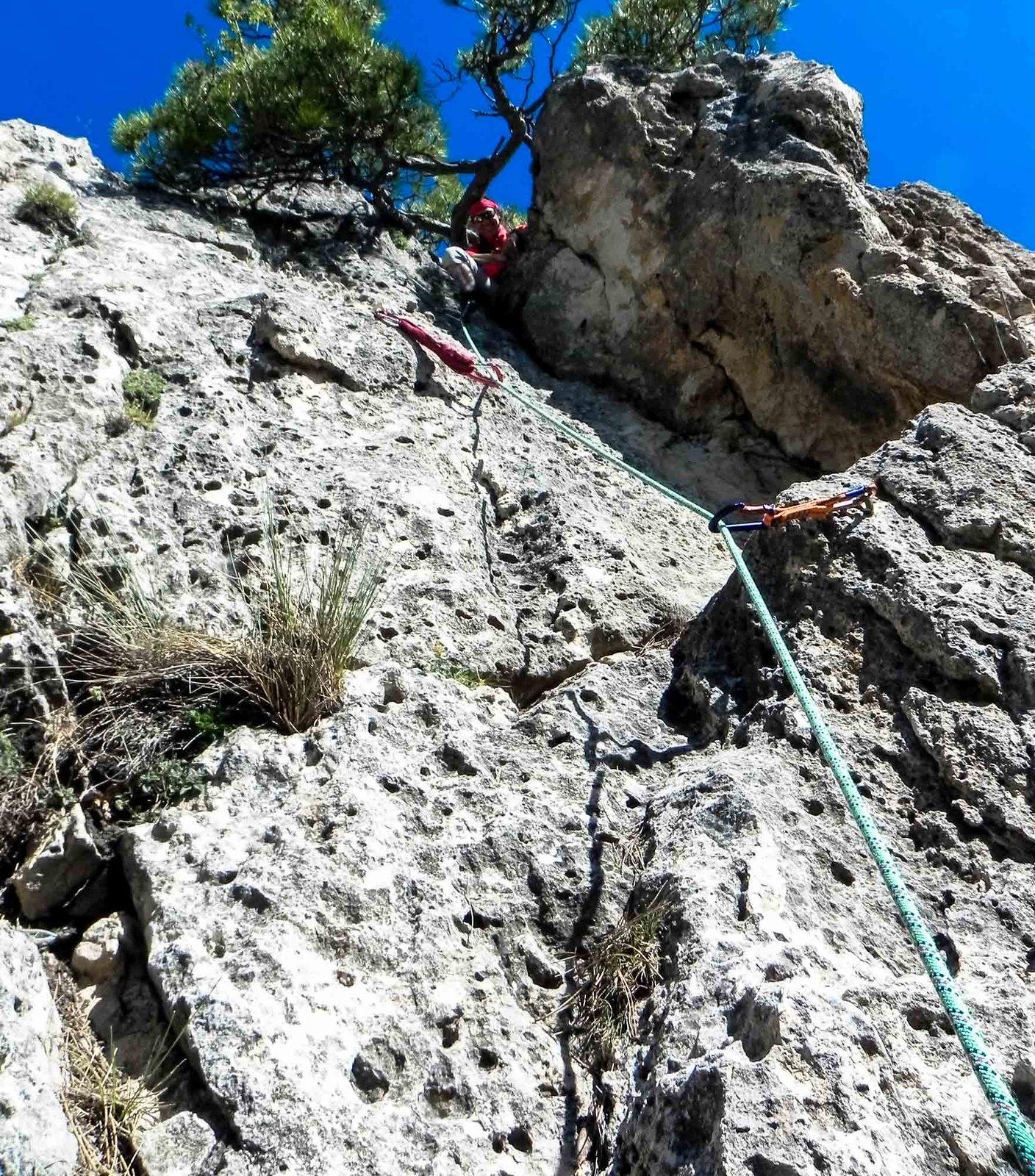 Una escalada de IV que se puede asegurar en un pino