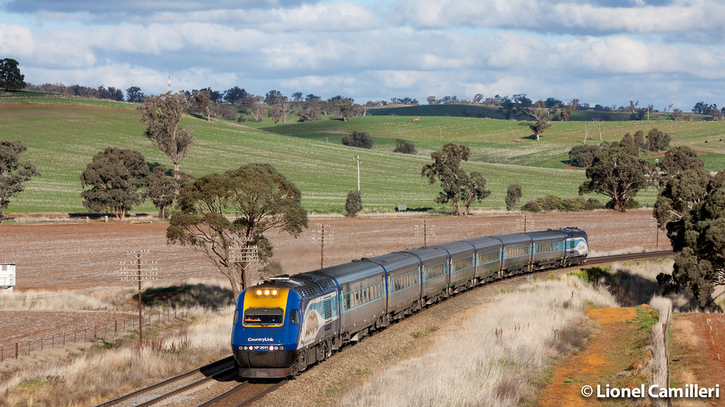 Northbound XPT at Jindalee by LC501
