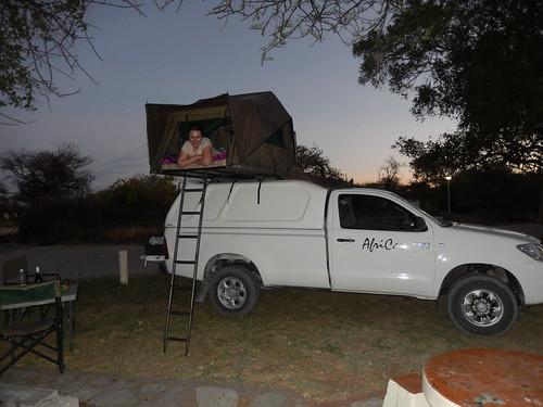 Etosha NP - Namutoni - Lesley in de tent