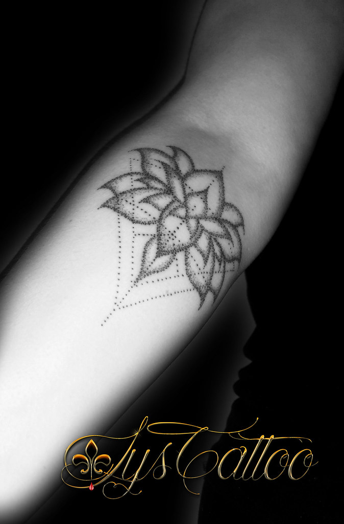 Lotus Et Triangles Dot Tatouage Fleur De Lotus Et Triangle