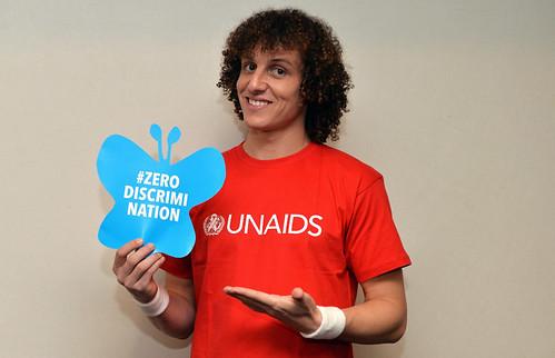 O craque de futebol e Embaixador de Boa Vontade do UNAIDS, David Luiz, mostrou seu apoio à #ZeroDiscriminação | by UNAIDS Brasil