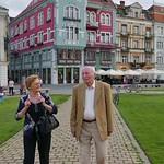 Elisabeth und Jakob Müller auf dem frisch sanierten Domplatz, dem historischen Zentrum des Banats, überwältigt von der alten Heimat in neuem Gewand.