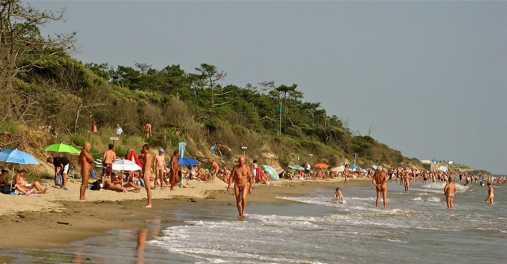 À la plage, les hommes aussi vivent (mal) lépreuve du