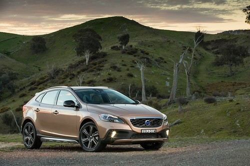 2013 Volvo V40 Cross Country - first Drive   by The National Roads and Motorists' Association