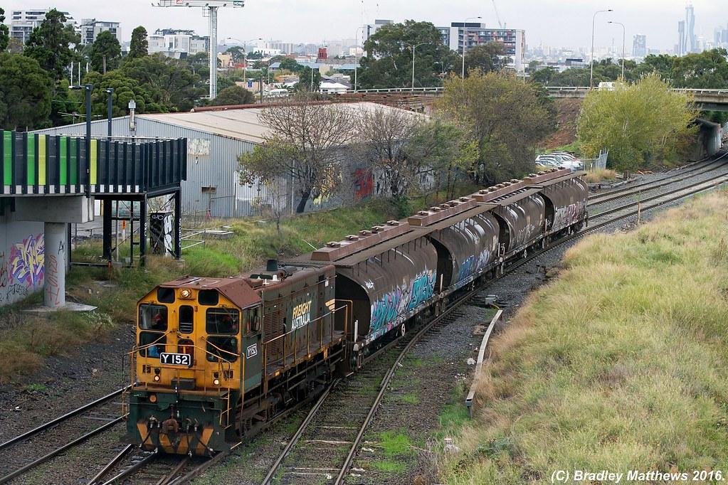 Y152 works 9696V PN sugar wagons transfer from Nth Dynon to MFT (Sth Dynpn) via Tottenham at West Footscray (26/5/2016) by Bradley Matthews