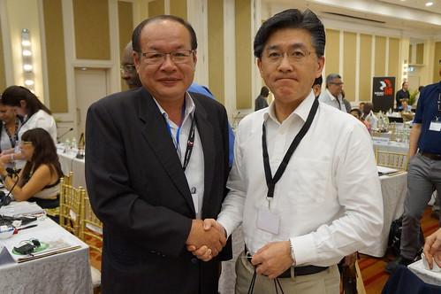 圖11莊理事長與亞太區域執行委員會主席Aihara先生合影