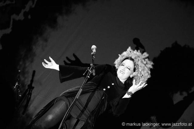 Erika Stucky: vocals, accordion