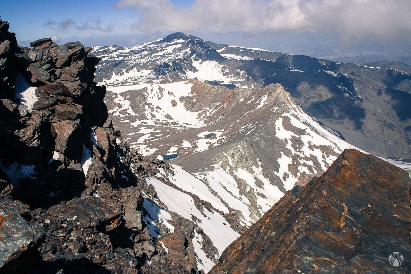 Vistas hacia Puntal de la Caldera y Veleta