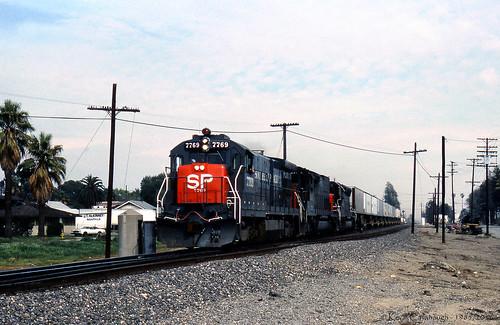 california ontario trains sp locomotive ge railroads southernpacific espee sd45 emd sd45t2 b307