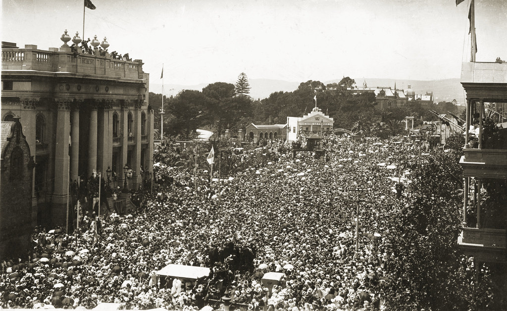 B 4633 North Terrace, Armistice Day crowd