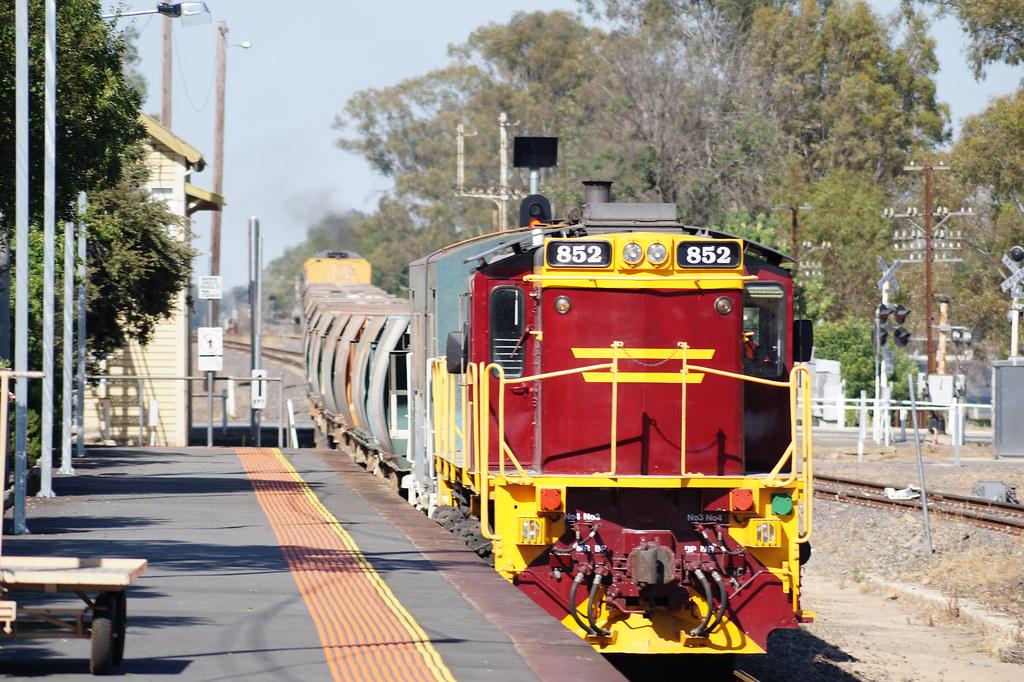 852 on the Ballast Train at Benalla by contrillion