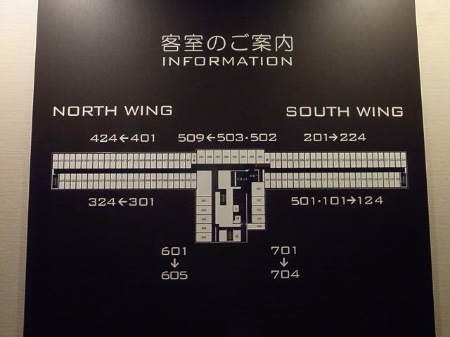 <p>e)空港ビルにあるだけにこんな長~いホテルです。1フロア。</p>