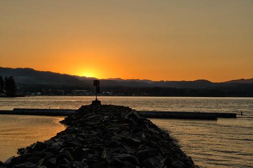 sunset sun sign waterfront pacific britishcolumbia hills vancouverisland sailorsdelight porthardy breakwater redskyatnight oceansea eveningclear