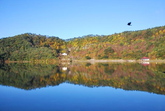 潟沼(Katanuma Lake)/October  28, 2013 宮城県大崎市鳴子温泉湯元
