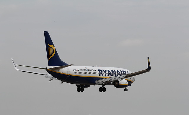 Ryanair EI-DPM landing Leeds/Bradford Airport