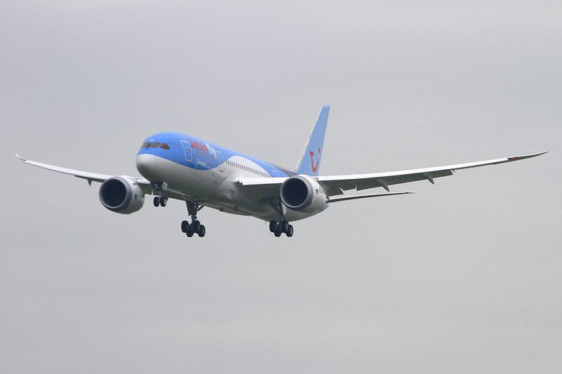 Boeing 787-8 Dreamliner – Jetairfly (TUI Airlines Belgium) – OO-JDL – Brussels Airport (BRU EBBR) – 2013 12 04 – Landing RWY 25L – 02 – Copyright © 2013 Ivan Coninx Photography
