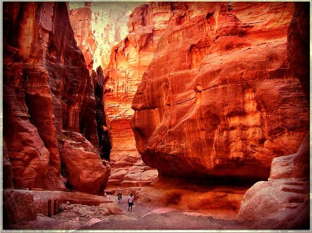 Jordanien, Petra , JORDANIEN - PETRA , Weg zurück durch den Siq am späten Nachmittag - die schönste Zeit für einen Besuch  , 69-26/2604