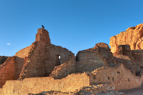 sunset newmexico history ruins day clear nativeamerican raven chacoculturenationalhistoricalpark theamericansouthwest