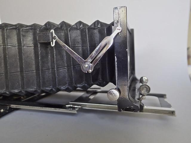 Voigtländer Alpin 13 x 18cm plate camera, no lens 18